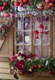 Счастливый Новый Год и с Рождеством Христовым внутренняя сцена с заморозком выигрывают Стоковые Фотографии RF