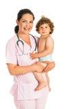 Счастливый доктор держа мальчика малыша Стоковые Фотографии RF