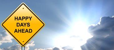 Счастливый дорожный знак дней вперед Стоковое Изображение RF