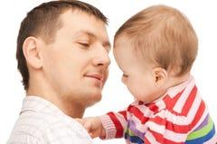 Счастливый отец с прелестным младенцем Стоковое Изображение RF