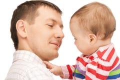 Счастливый отец с прелестным младенцем Стоковая Фотография RF
