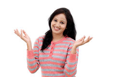 Счастливый показывать молодой женщины открытые руки Стоковое фото RF