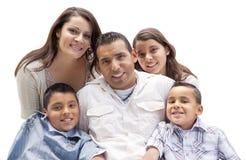 Счастливый привлекательный испанский портрет семьи на белизне стоковая фотография rf