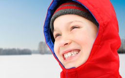 Счастливый ребенк в зиме Стоковое Фото