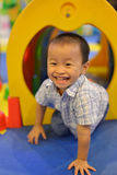 Счастливый ребенк имея потеху на спортивной площадке Стоковые Фотографии RF