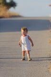 Счастливый ребенок на дороге Стоковые Фотографии RF