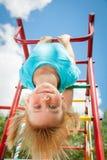 Счастливый ребенок на спортзале джунглей Стоковое Фото
