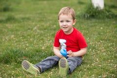 Счастливый ребенок на луге Стоковое Фото
