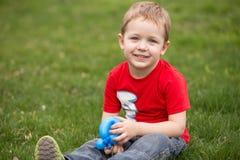 Счастливый ребенок на луге Стоковые Фото