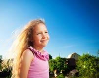 Счастливый ребенок против неба Стоковые Фотографии RF