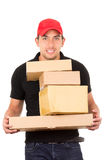 Счастливый дружелюбный уверенно носить работника доставляющего покупки на дом Стоковое Фото