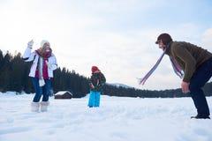 Счастливый снеговик здания семьи Стоковое Фото