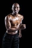 Счастливый спортсмен смотря отсутствующий пока бегущ Стоковые Фотографии RF