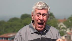 Счастливый старик или пожилой гражданин акции видеоматериалы