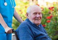 Счастливый старик стоковая фотография