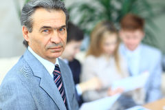 Умный бизнесмен с ответными частями команды Стоковое Фото