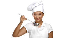 Счастливый усмехаясь азиатский китайский шеф-повар женщины на работе Стоковые Фотографии RF