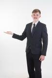 Счастливый усмехаясь бизнесмен представляя и показывая ваши текст или p стоковое изображение