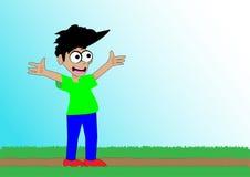Счастливый усмехаясь мальчик стоя в траве с его распространением оружий открытым стоковое изображение