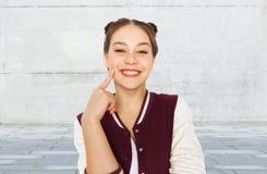 Счастливый усмехаясь милый девочка-подросток стоковые изображения rf
