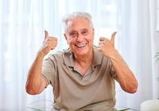Счастливый усмехаясь пожилой портрет человека Стоковое Фото