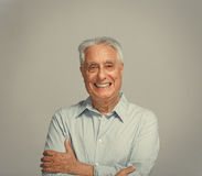 Счастливый усмехаясь пожилой портрет человека Стоковое Изображение RF