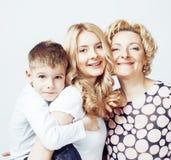 Счастливый усмехаясь представлять семьи совместно жизнерадостный на белой предпосылке, концепции людей образа жизни, матери с сын Стоковое Изображение