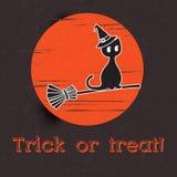 Счастливый хеллоуин и черный кот на луне бесплатная иллюстрация