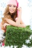 Счастливый хелпер santa с зеленым кубом Стоковые Изображения RF