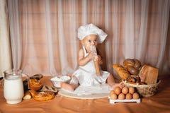 Счастливый хлебопек младенца Стоковая Фотография RF