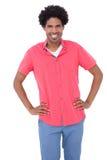Счастливый человек представляя с руками на бедрах Стоковое Изображение RF