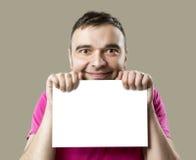Счастливый человек с белым плакатом стоковое фото rf