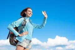 Счастливый hiker горы женщины стоковые изображения