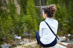 Счастливый hiker женщины Стоковые Изображения RF