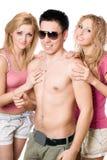 2 счастливых белокурых женщины с молодым человеком Стоковые Фото