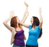 2 счастливых девушки танцев Стоковая Фотография RF