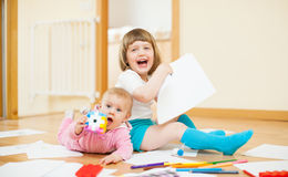 2 счастливых дет в доме Стоковое Изображение RF