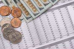Счета за коммунальные услуги с нами монетка и доллар Стоковое Фото