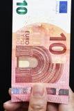 10 счетов евро в наличии Стоковые Фотографии RF