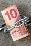 10 счетов евро с цепью Стоковое Фото