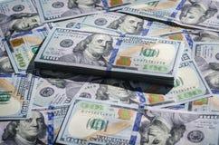 100 счетов долларов предпосылки бумажных денег Стоковые Изображения