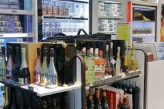 Счетчик вина в магазине Тайбэя Стоковая Фотография RF