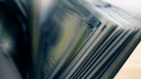 Счетчик денег подсчитывает деньги акции видеоматериалы