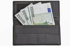 Счеты евро в черном кожаном бумажнике изолированном на белизне Стоковые Изображения RF