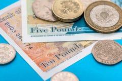 Счеты и монетка денег английского фунта Стоковые Фото
