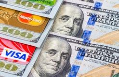 Счеты доллара США с визой и Mastercard кредитных карточек Стоковые Фото