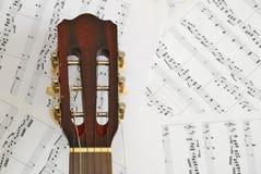 счет нот гитары предпосылки Стоковая Фотография RF