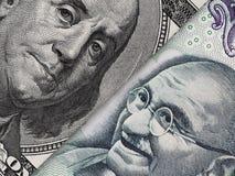 Счет доллара США и рупия Индии макрос банкноты, индеец и ec США Стоковые Фотографии RF