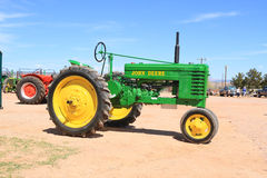 США: Античный трактор - John Deere 1940/Model h стоковое изображение