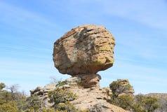 США, горы AZ/Chiricahua: Сбалансированный утес Стоковые Фото